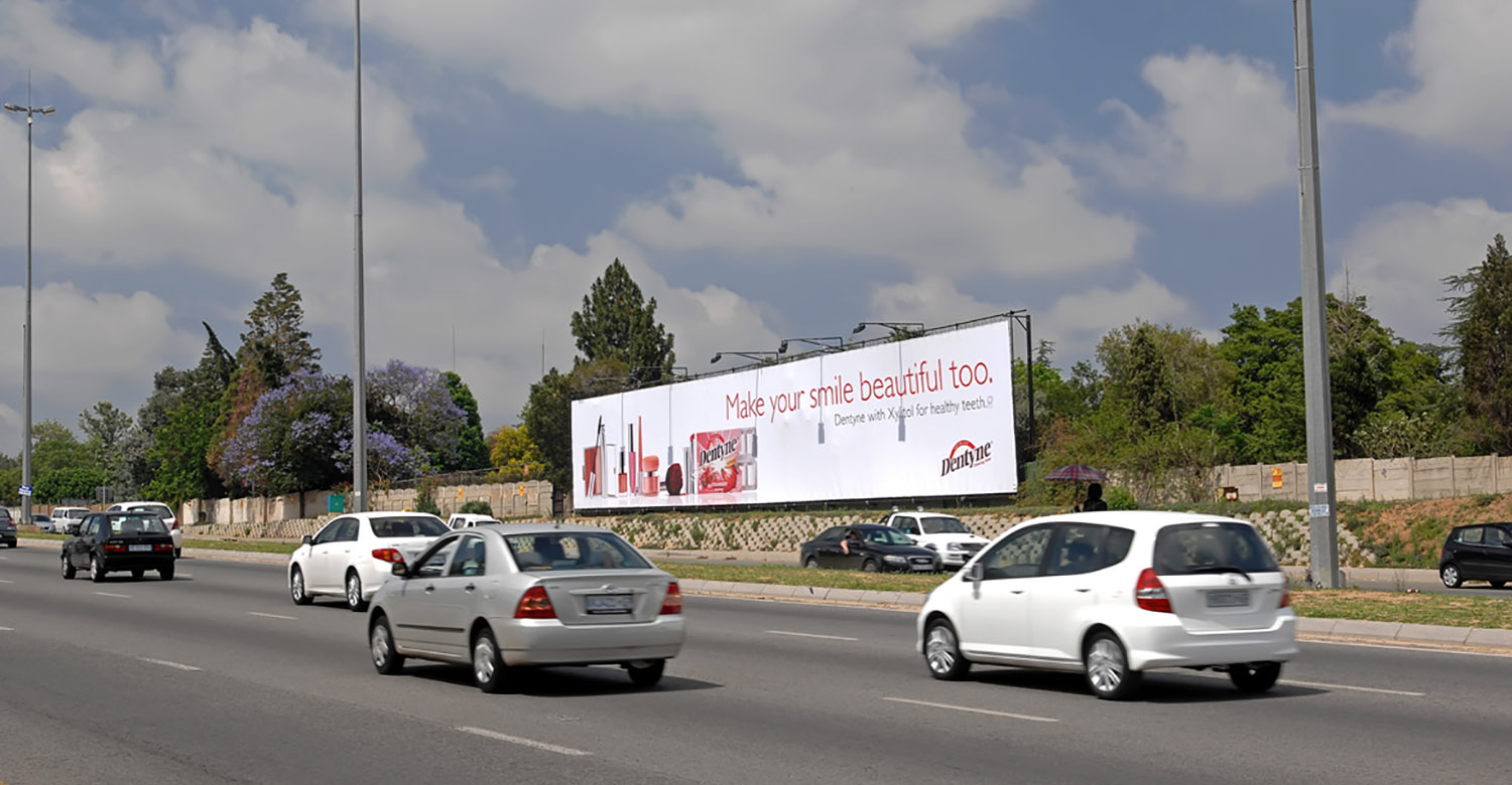 Dentyne - Top4 - dentyne-jhb-mega-signs-1
