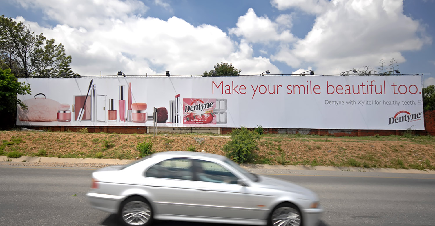 Dentyne - Top4 - dentyne-jhb-mega-signs-2