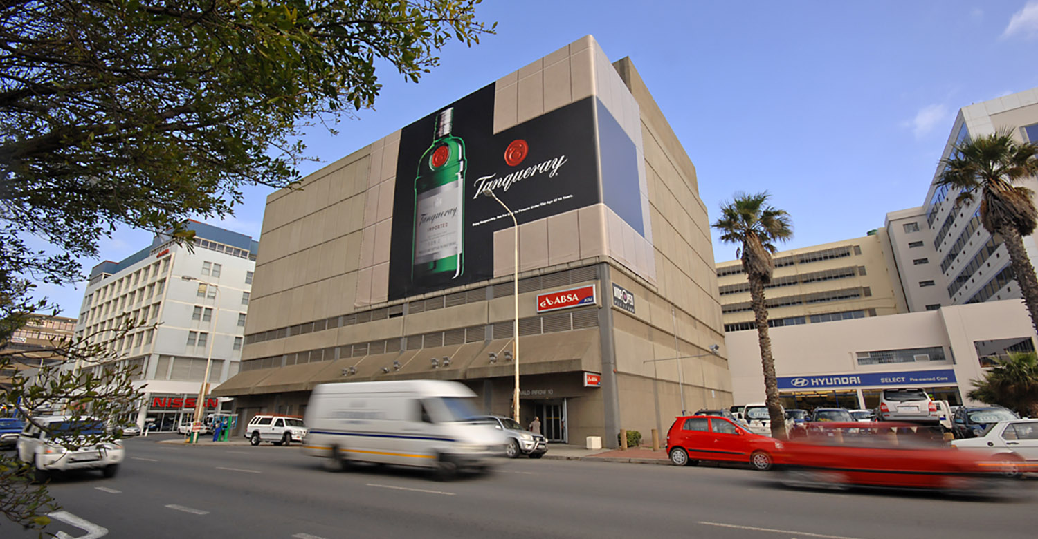 Tanqueray - CPT - tanqueray-cpt-mega-signs-1